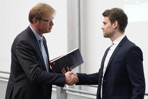 Ansgar Johannes Loose B.Sc. erhält den Preis für die beste Bachelorarbeit