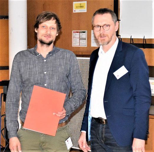 Der dritte Platz ging an Richard Schiller (links) von der Hochschule München für einen Beitrag zu den Reihenfolgeeinflüssen auf die Betriebsfestigkeit geschweißter Konstruktionen, Foto: Hochschule München.