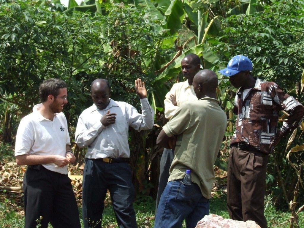 Ingenieure ohne Grenzen_Zisternen für Tansania_Besprechung mit lokalen Partnern