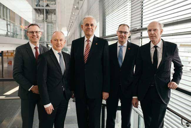 Bisheriger und neu gewählter Gesetzlicher Vorstand und Geschäftsführung des DBV (v. l. n. r. Dr. Blaschko, Dr. Jacob, Pöllath, Dr. Meyer, Prof. Balthaus)
