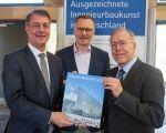Jahrbuch Ingenieurbaukunst 2019 an Staatssekretär Adler übergeben