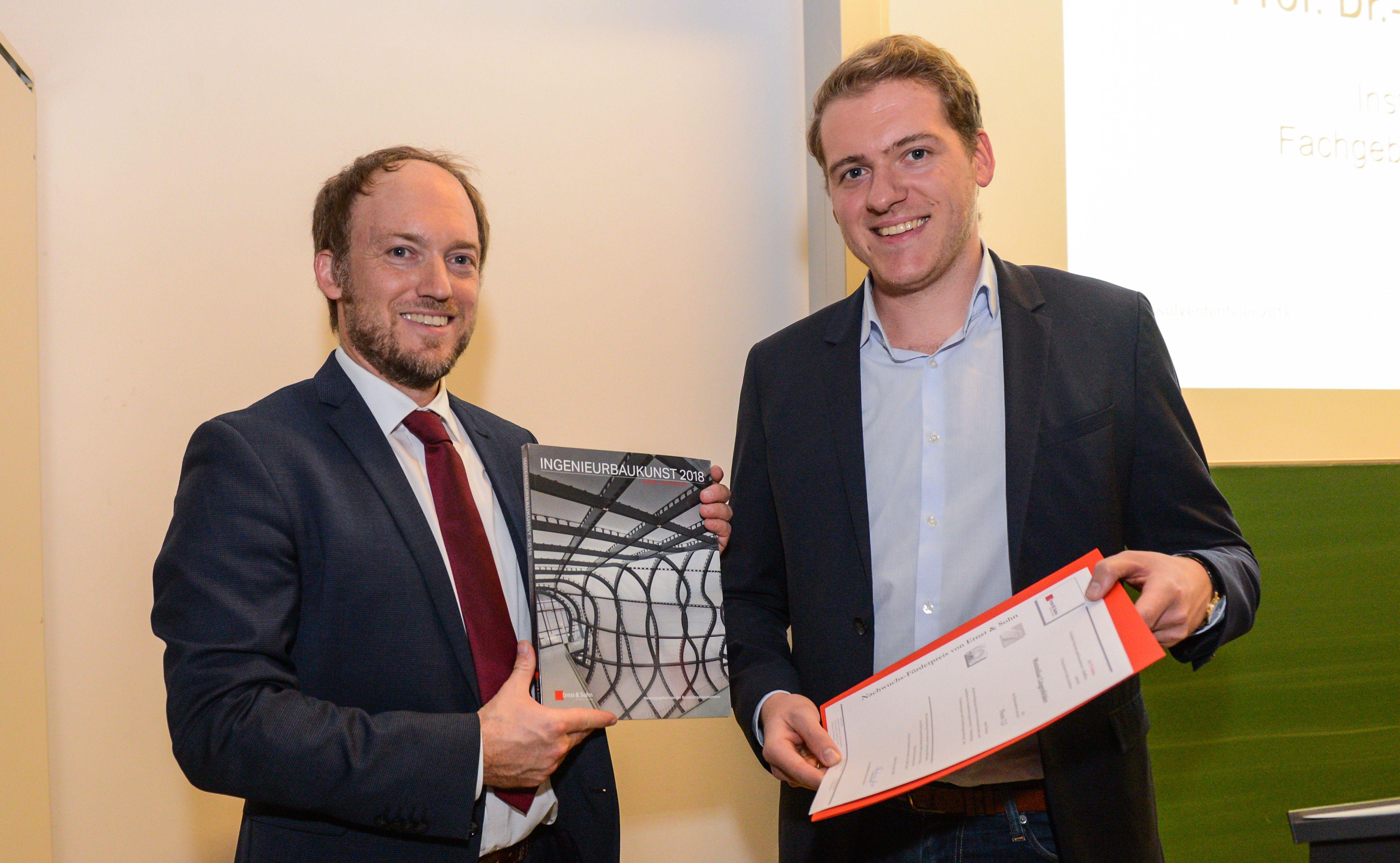 Überreichung des Ernst & Sohn-Preises durch Herrn Prof. Sundermeier an Herrn Maximilian Lingenfelder